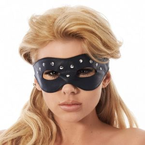 Open oogmasker versierd met nieten