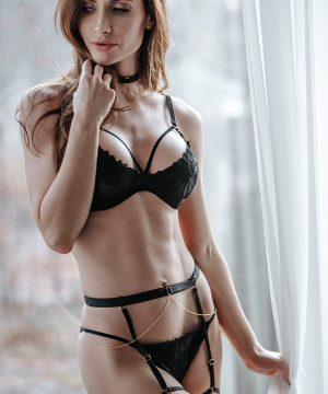 Set ouf of plunge underwired bra with embroidery and brief